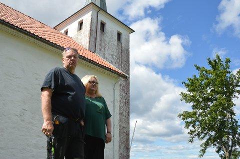 NEDBRUTT: Jon Torjus Alten og kona Ellen Marie Kubberud Alten synes Skjee kirke er et trist syn.