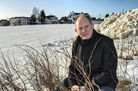 HAR KLAGET: Einar A. Sissener, her fotografert i vinterlige omgivelser på Haukerød-tomta, har innklaget kommunen til fylkesmannen, men har ikke fått medhold.