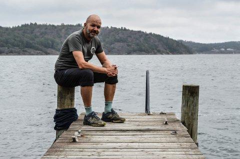 FORNØYD: Leif Aksel Røkke ser fram til å gjennomføre forlengelsen av brygga ved Borgen, som kommunen nå har gitt tillatelse til. Han og kona bruker hytta hver helg i hele sommerhalvåret.