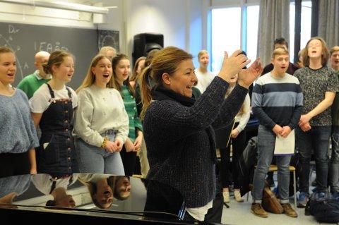 HÅP: Det er intens øving på SVGS før premieren på årets oppsetting i Hjertnes. Prosjektleder Mona Skatteboe lover flotte fremføringer og høy kvalitet.