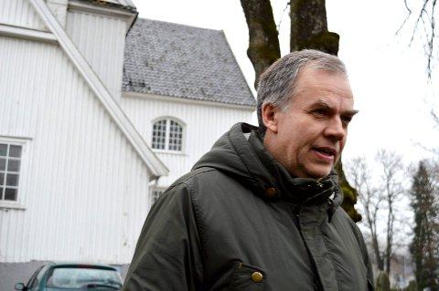 LEDERKANDIDAT: Jo Hedberg har vokst opp i Sandefjord, og har blant annet et nært forhold til Sandar kirke. Til helgen er han én av tre kandidater til valget av leder for Kirkerådet de neste to årene.