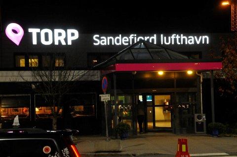 BRÅK: To personer ble i kveld bortvist fra Torp etter at de tidligere på dagen laget bråk. Begge var beruset og endte kvelden i arresten.