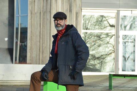 Kjetil Olsen (Ap) sier han skal puste sine partikolleger i fylket i nakken for å få bygget nytt kjøkken på SVGS.