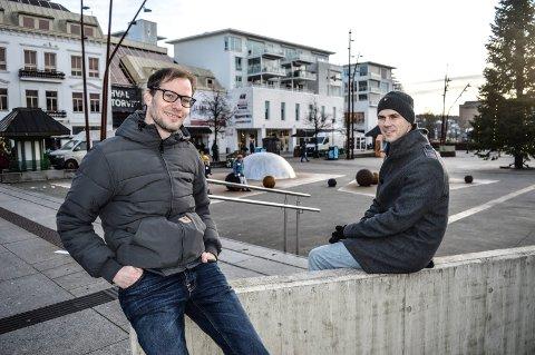 BYUTVIKLING: Bylanlegger Magnus Campbell (t.v.) er prosjektleder for arbeidet, og rapporterer til enhetsleder David Bakke Haugen. De vil at Byutviklingsplanen skal bli en kraftig vitamininnsprøytning for sentrum.