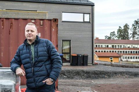 FOSSNES: Paul Almås i Sandefjord Utvikling er så smått i gang med enebolig nummer to i Fossnesveien 17. Her skal det bli tilsammen ni enheter.