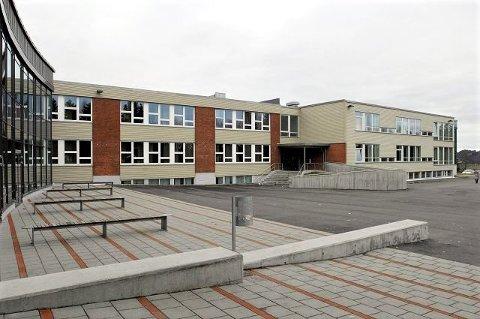 FIRE SKOLER: Torsdag fikk elever ved fire skoler i Sandefjord kommune påvist koronasmitte. Dette dreier seg om ett tilfelle på Breidablikk ungdomsskole, ett på Bugården ungdomsskole, to på Varden ungdomsskole og ett på Sandefjord videregående skole.