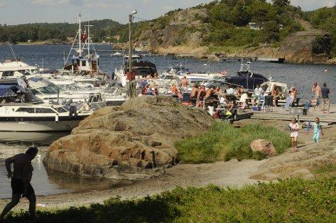 BUERØYA: Slik som dette bildet viser, vil det mest sannsynlig ikke bli på Buerøya i påsken. Sandefjord kommune kommer snart med nye retningslinjer for båtbruk og fortøyning. Færder kommune har alt nå innført strenge tiltak.