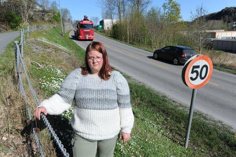 IKKE BRA: Camilla Isaksen synes det skremmende å se alle unge som kjører el-sparkesykkel uten hjelm på trafikkerte veier.