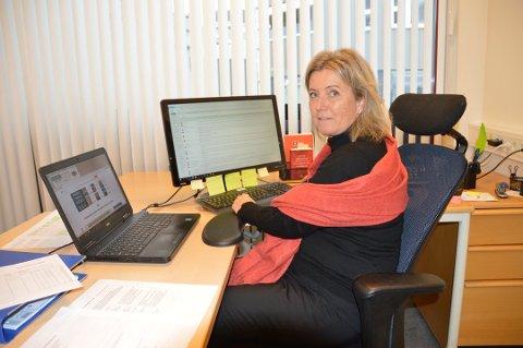 LEDER: Anne Karine Steinbråten i Utdanningsforbundet sier at lærerne og kommunen må samarbeide om å få en best mulig skolehverdag.