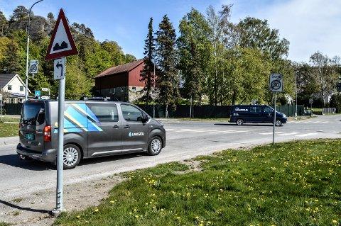 RUNDKJØRING: Rådmannen foreslår overfor planutvalget at planene for nytt kryss Hegnaveien/Uranienborgveien legges ut til offentlig ettersyn. I bakgrunnen Uranienborg gård, som blir sterkt berørt av utbyggingen.