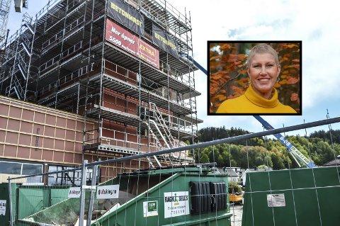 Regiondirektør for NHO Vestfold og Telemark, Kristin Saga, sier nye tall fra bygningsbransjen er alarmerende.