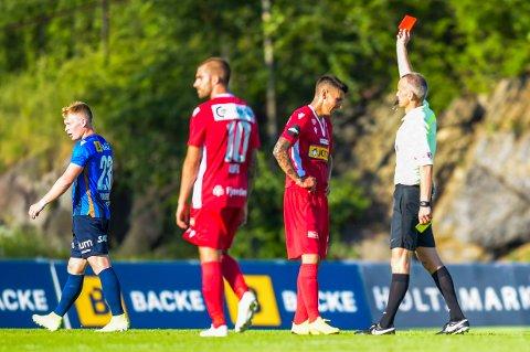 MARSJORDRE: Emil Palsson blir vist det røde kortet etter å ha pådratt seg to raske gule etter pause i kampen mot Stabæk.