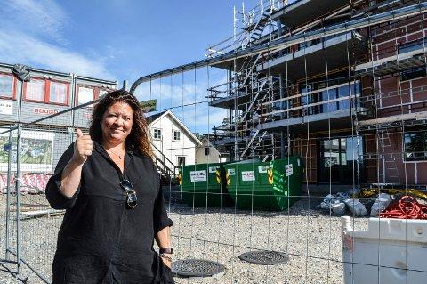FORNØYD:  – Dette blir bra, og jeg angrer ikke på at vi vedtok prosjektet, sier planutvalgsleder Cathrine Andersen (Frp) om de to punkthusene i Mosserødveien 17.