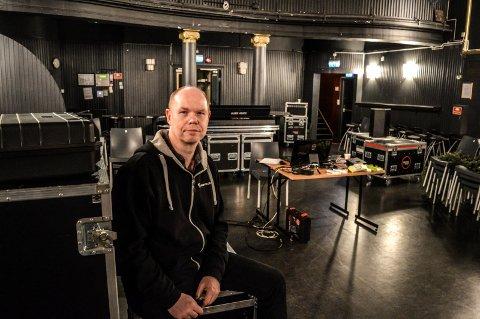 STOR RISIKO: – Det er for risikabelt å hyre inn – eller å arrangere -  når det ikke er plass til 200 publikummere en gang, sier Ragnar Horntvedt i Fjorden Kulturdrift AS. ARKIVFOTO: Jan Roaldset
