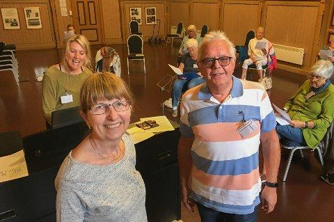 SANGGLEDE: I koret «Helse i hver tone» kan alle som vil, bli med. Lillian Edvardsen (58) og Svein Helge Tanum (70) er blant dem som lover å ta deg og stemmen din imot med varme og sosialt fellesskap. Bak til venstre sees dirigent Ulrika M. Lind.
