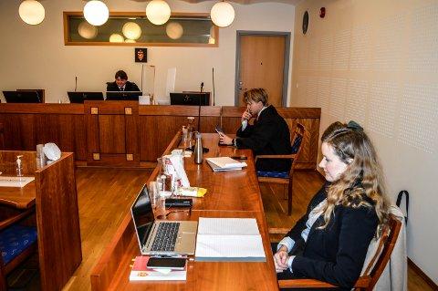 HOVEDFORHANDLING: Tingrettens dommer, Per Christian Arnesen, Bjarne Snipsøyr fra Regjeringsadvokaten og Marion Thuve Thunæs fra Statsforvalteren i Vestfold og Telemark.