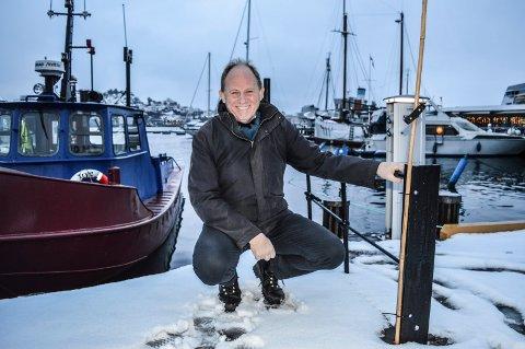 VANNBUSS: Einar A. Sissener håper vannbussen over fjorden til Framnes kan være i trafikk om et par år. Anløpsstedet til den gamle Framnæsferja her ved Bryggekapellet kan være aktuelt også for den nye transportåren.