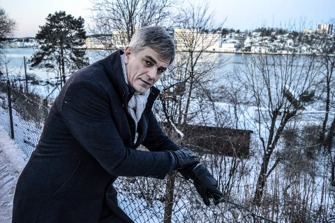DRAMATISK: Ordfører Bjørn Ole Gleditsch fikk minner til sist brann da han fikk beskjeden. Her med Jotuns lokaler på Gimle i bakgrunnen.