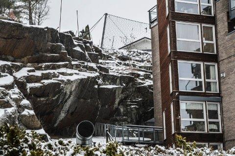 ÅSEN: Slik ser sikringen etter grunnarbeidene for luksusboligene i Åsen ut, inntil Frogner Terrasse. Kommunen mener nå at området er tilstrekkelig sikret.