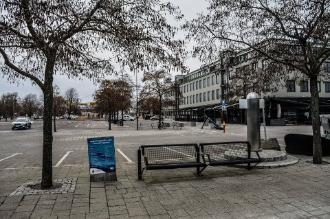 FORLENGELSE: Paradegata bør forlenges fra fotgjengerovergangen i Strandpromenaden til Brygga, foreslår rådmannen.
