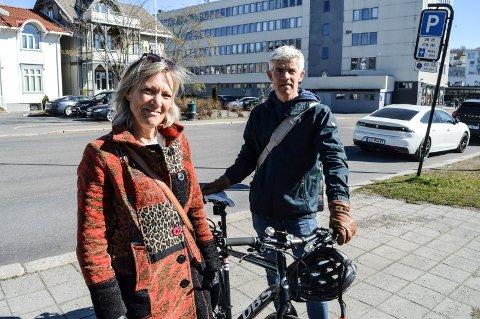 PERSONTRANSPORT:  – Vi må i mye større grad kjøre kollektivt, gå eller sykle i framtida, sier rådgiverne Ole Jakob Hansen i kommunen og Grethe Myrberg i Rambøll.