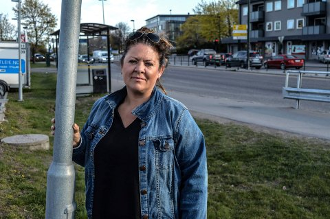 BOMPENGER:  Det er vi sterkt imot, sier Cathrine Andersen, gruppeleder for Frp og leder av hovedutvalget for miljø og plan. Her er hun fotografert ovenfor Tempokrysset i innfartsveien.