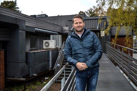 FJORDKONTORER: 31. mai over Bylos AS Jotuns gamle bygninger på Asnes. Thomas Nielsen gleder seg over en stor investering i hjembyen.