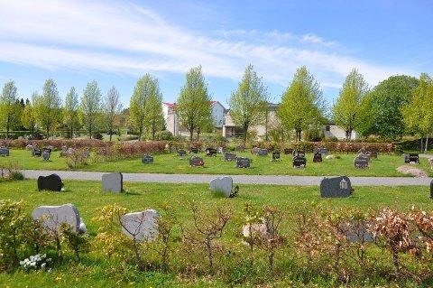 DYRERE: Sandefjord kommune er dømt til å betale mer for stell av gravstedsbedene, som her på Orelund gravlund.