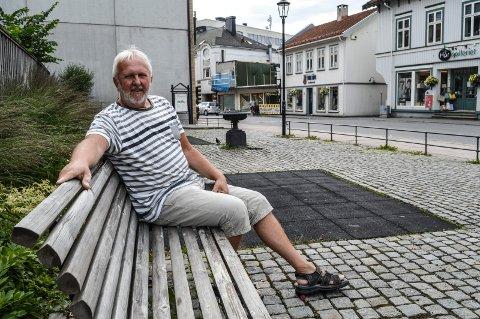 GAMLE SANDEFJORD: Styreleder Lars Ove Strat håper byggeprosjektet i Skolegata 1 ikke blir godkjent, når deler av Pausteparken er tenkt benyttet. – Det er bemerkelsesverdig om det ofres kommunal grunn til dette, sier han.
