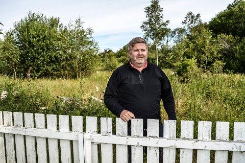 ENEBOLIGER: I området bak Steffen Kortner i Hystadåsen AS skal det oppføres 13 store eneboliger. Går alt etter planen, vil de være innflyttingsklare neste sommer.