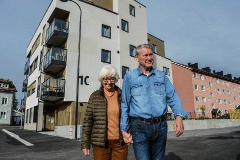 NYINNFLYTTET: Grethe og Stian Stiansen ble de første som overnattet i det nye leilighetsbyget i Flors gate 1C i Nybyen.