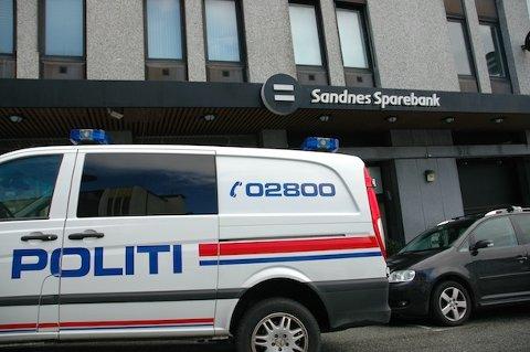 RAN: Sandnes Sparebank ble ranet ved ni-tiden i morges. Politiet søker med hund i området rundt banken.