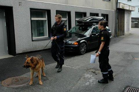 MANGE POLITIFOLK: UD var akkurat ferdig med en kontroll på Bråstein da ranet skjedde. – Sjelden har så mange politifolk vært ute etter en raner, sier Magnar Hetland, etterforskningsleder ved Sandnes politistasjon.