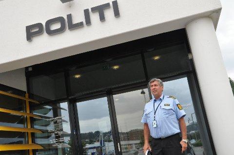 FORHINDRINGER: Etterforskningsleder Bjørn Hermansen ved Sandnes politistasjon oppfordrer alle bedrifter til å fjerne penger fra kassen og å ha kassaapparatet åpent om natten.