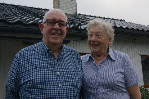 INGEN ANGER: Leif og Margrethe Flornes, han fra Bergen, hun fra Haugesund, har aldri angret på at de bosatte seg på Skjæveland.