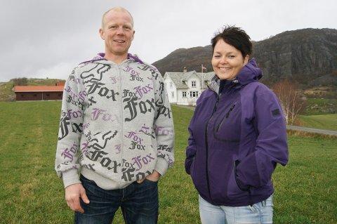 ØKER: Nils Ove Nordland og Ann Elin Tveita produserer økologisk kjøtt fra storfé og sau i Noredalen. De siste årene har de opplevd en kraftig økning i omsetningen.