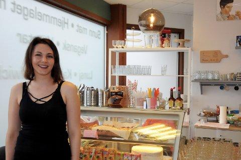 HÅPEFULL: Angelika Osowska håper noen vil kjøpe kafeen hun har jobbet med å utvikle i to år. Nå er det datteren på tre år som står i fokus.