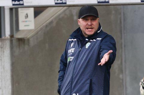 Sandnes Ulf-trener Steffen Landro håper og tror laget snart kan spille kamper igjen.