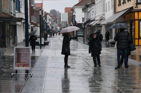 Til helgen må du finne frem paraplyen.