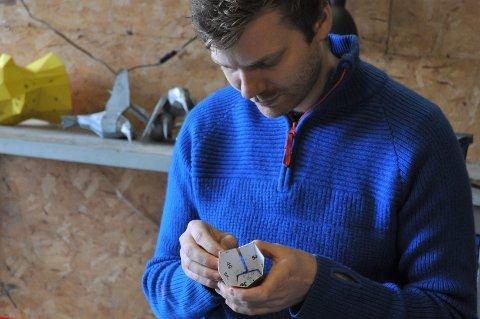 Tomas fant seg en hobby som han bruker flere timer på neste hver dag.