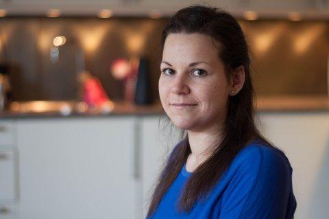 Cecilie Bjørndal (31) ble lam fra livet og ned etter en trafikkulykke hvor sjåføren fiklet med mobilen. Nå bruker hun seg selv til å lære andre om trafikksikkerhet.