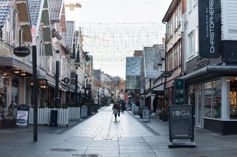 Flere av byens butikker har fått et møte med tyven.