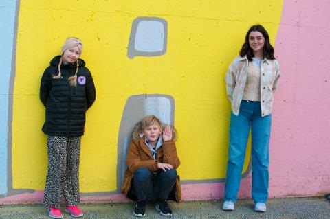 Milla Todnem (12), Bjørn Mathias Tollefsen (12) og Ariana Samiei-Rad (14) gleder seg over å være i finalen.
