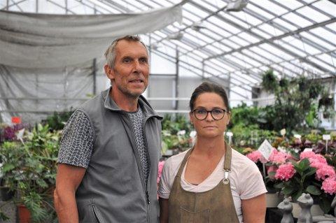 Palle Jørgensen og Tone Oaland har drevet Det Danske Gartneri i 26 år. Nå har de fått beskjed om at de må ut av lokalene etter jul.