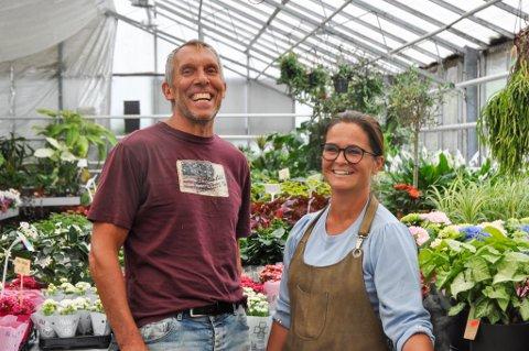 """Palle Jørgensen og Tone Oaland føler de har litt mer grunn til å smile etter et møte som muligens kan gi dem en god løsning for «Det Danske Gartneri""""."""