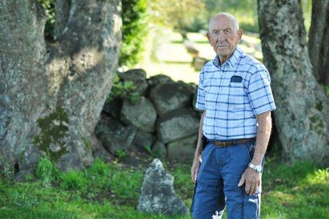 Da Sigurd Sirevåg var 10 år gammel bet han seg merke med en grav for tyske soldater på Soma kirkegård. Nå har han funnet ut hvem den ene soldaten var.