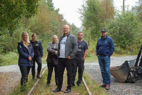 Linn Elise Skadsheim, Kjersti Vaaland Kalberg, Kari Kalberg, Olav Øystein Skadsheim, Bård Åuserå og Håvard Håland ønsker å gjøre turstien trygg å ferdes på.