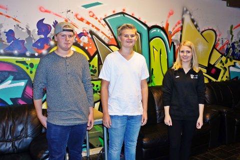 ÅPNER NY FRITIDSKLUBB: Patrick Rossing (13), Fredrik Mathisen (15) og Linn Kristin Selvik ser frem til å fylle de nyoppussede lokalene med barn og ungdom.