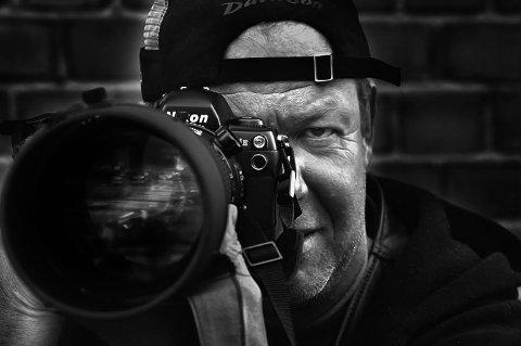Ny bok: SA-fotograf Jarl M. Andersen er ute med boka «Fotoblikk til tusen».
