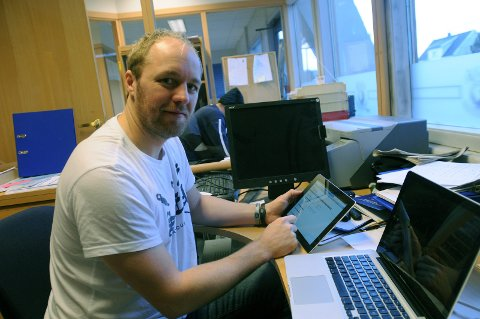 Sportssjef i Sparta, Jonas Elofsson, leter etter en ny spiller etter at Mikkel Søgaard forsvant. (Foto: Ole-Morten Rosted)